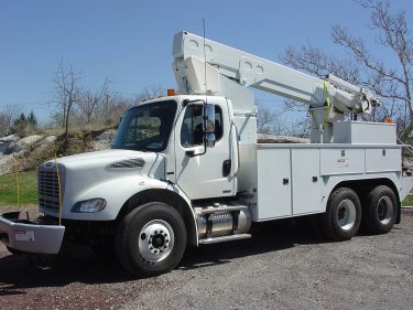 41 45 ft Bucket Truck 56000 GVWR Driver Side