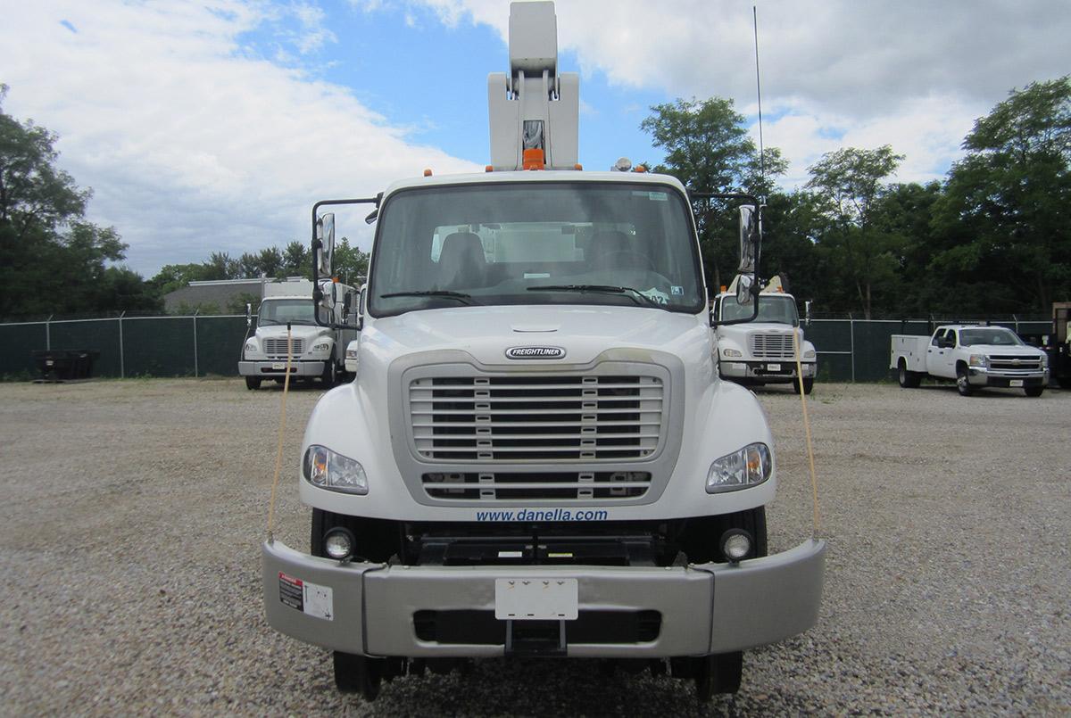 41 45 ft Bucket Truck 56000 GVWR Front
