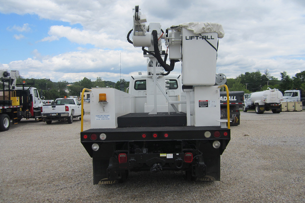 41 45 ft Bucket Truck 56000 GVWR Rear