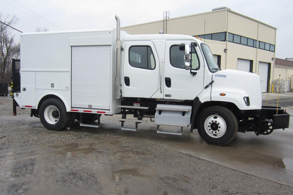 Thermite Welding Truck 33000 GVWR Passenger Side Hi Rail2
